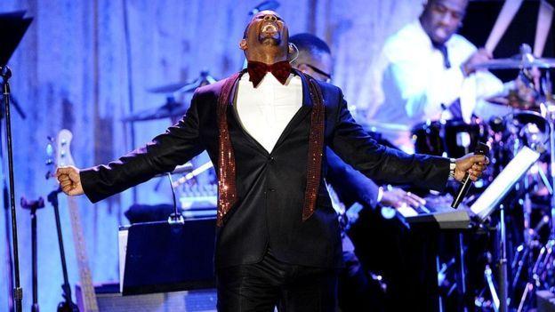 """Mientras batallaba acusaciones de la policía de Chicago de pornografía infantil, R Kelly continuó lanzando éxitos como su álbum """"Trapped in the closet"""" (GETTY IMAGES)."""