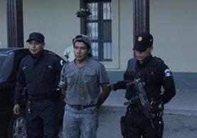 Abel Turcios Boch, de 22 años, es sindicado de haber violado a una menor con capacidades especiales, en Chimaltenango. (Foto Prensa Libre: Víctor Chamalé)