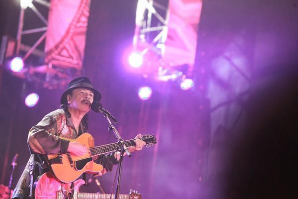 El guitarrista mexicano ofreció un <em>show</em> en el que deleitó a sus fanes. (Foto Prensa Libre: EFE)