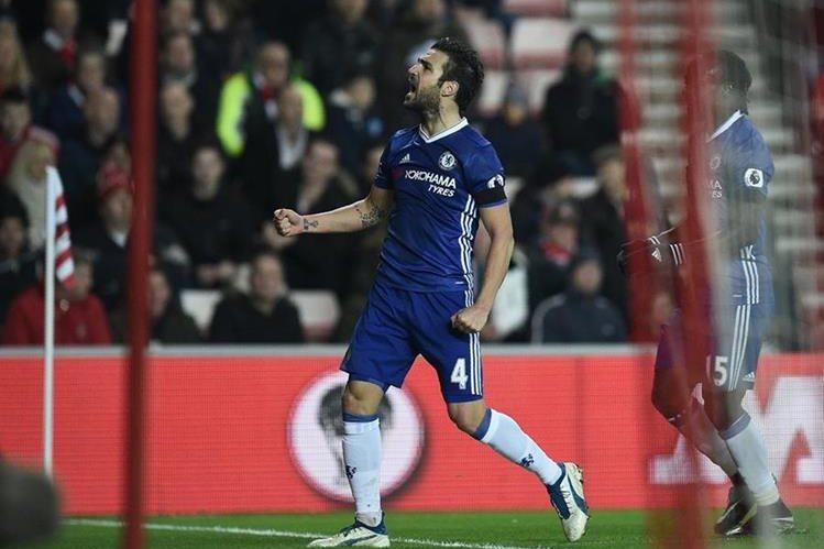 El Chelsea ratificó su liderato de la tabla de la Liga Premier de Inglaterra al derrotar al Sunderland. (Foto Prensa Libre: AFP)