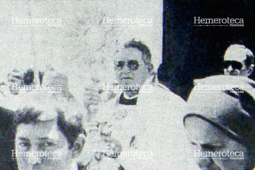 El Santísimo fue portado en una hermosa custodia antigua. (Foto Prensa Libre: Hemeroteca)