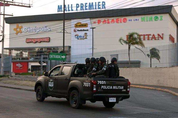 Desde el pasado viernes el Gobierno hondureño decretó Estado de Excepción de las 18 a 6 horas (Foto Prensa Libre: AFP).