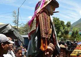 La celebración de Maximón en varias comunidades, específicamente en Santiago Atitlán, Sololá, es considerada un fenómeno de culto muy importante para los vecinos. (Foto Prensa Libre: Ángel Julajuj)