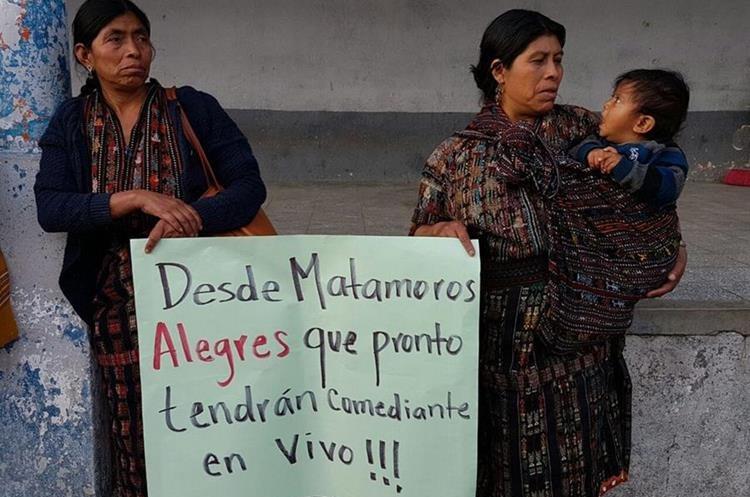 Las manifestaciones continuarán los sábados, donde se espera la presencia de más pobladores. (Foto Prensa Libre: Ángel Julajuj)