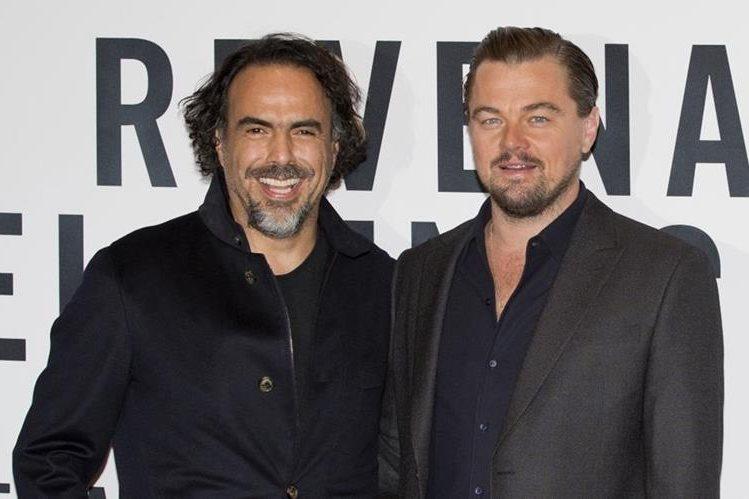 El director mexicano Alejandro González Iñárritu y el actor estadounidense Leonardo DiCaprio, promocionan el filme The Revenant en México. (Foto Prensa Libre: AP)