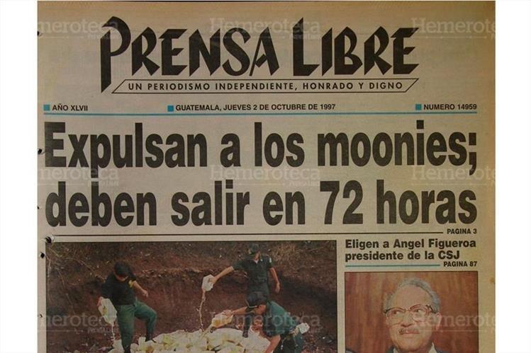 Portada del  4/10/1997 Prensa Libre informó sobre la expulsión de los miembros de la secta coreana Moon. (Foto: Hemeroteca PL)