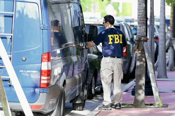 Agentes del FBI allanaron las oficinas de la Concacaf en Miami esta mañana. (Foto Prensa Libre: EFE)