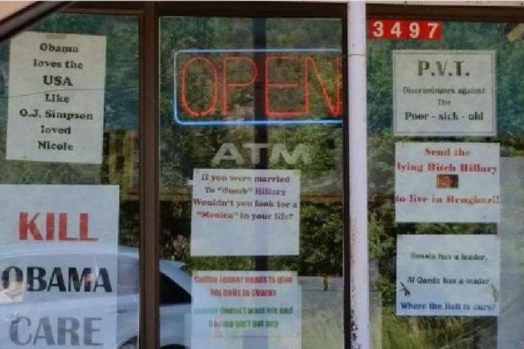Propietario de tienda prohíbe entrada a Barack Obama y musulmanes en Nuevo México.