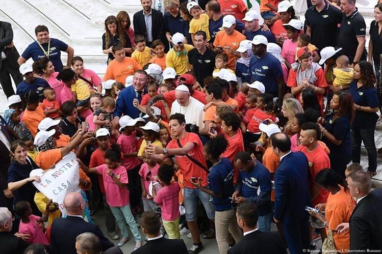 """El papa Francisco se dirigió hoy a los atletas que participarán en los Juegos Olímpicos de Río de Janeiro para animarles a """"terminar juntos la carrera"""". (Foto Prensa Libre: AFP)"""