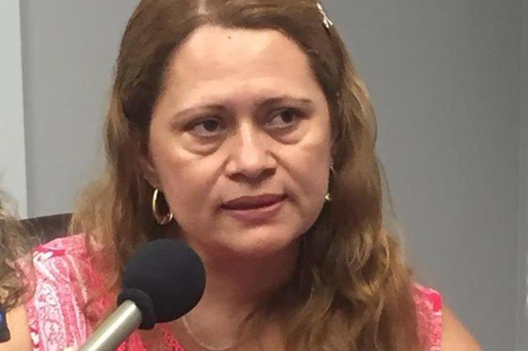 Evita ser deportada al refugiarse en iglesia de Connecticut