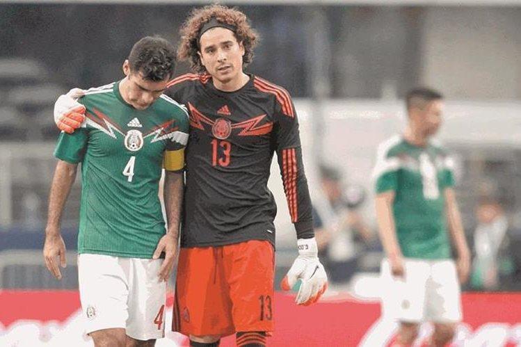 El arquero mexicano Guillermo Ochoa dejó formalmente las filas del Málaga el viernes y se incorporó al Granada. (Foto Prensa Libre: Hemeroteca PL)