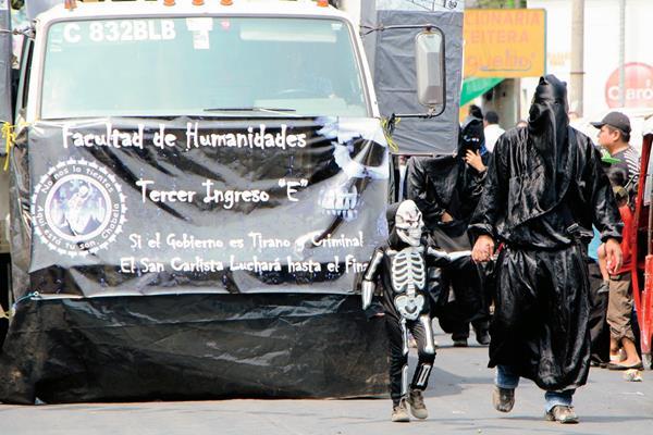 Desfile recorrió varias calles de la ciudad de Retalhuleu. (Foto Prensa Libre: Rolando Miranda)