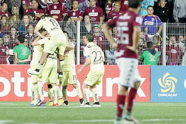 El América de México venció al Saprissa de Costa Rica por 3 a 0 y solo tendrá que ganar en casa para clasificar Foto Prensa Libre: EFE