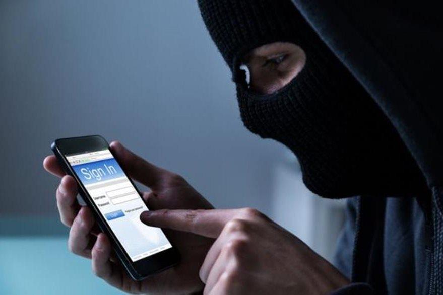 """Si quieres seguir manteniendo tu """"anonimato móvil"""" ante Facebook, existen otros sistemas de mensajería instantánea más allá de WhatsApp. (GETTY IMAGES)"""