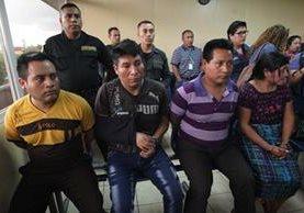 La audiencia de primera declaración contra cuatro sindicados de asesinato de dos menores de edad en San Juan Sacatepéquez, se inició este sábado por el Juez de turno de Mixco pero se declaró en reserva por 10 días. (Foto, Prensa Libre: Érick Ávila).