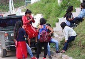 Estudiantes de Nebaj, Quiché. El magisterio podría ser restablecido luego de que una escuela de ese municipio ganó la batalla legal. (Foto Prensa Libre: Héctor Cordero)