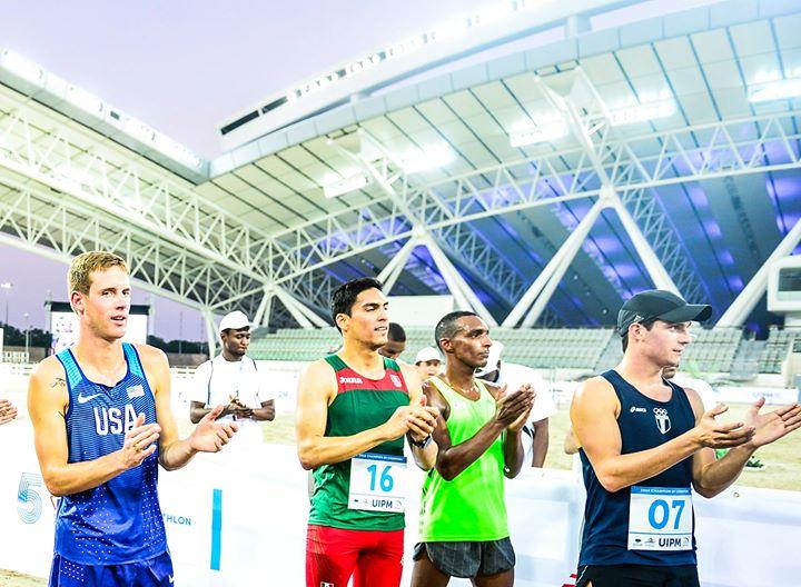 CHARLES FERNáNDEZ —primero de derecha a izquierda— terminó de buena forma la competencia. (Foto Prensa Libre: UIPM)