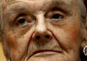 Clare Hollingworth cumple 104 años siendo una genuina leyenda viviente del periodismo de guerra. AFP