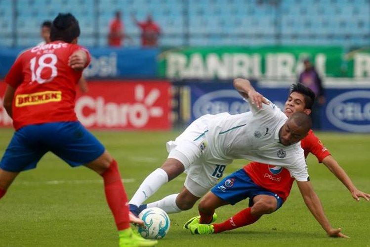 El jugador John Méndez podría ser suspendido hasta cuatro años si se confirma el positivo. (Foto Prensa Libre: Hemeroteca PL)