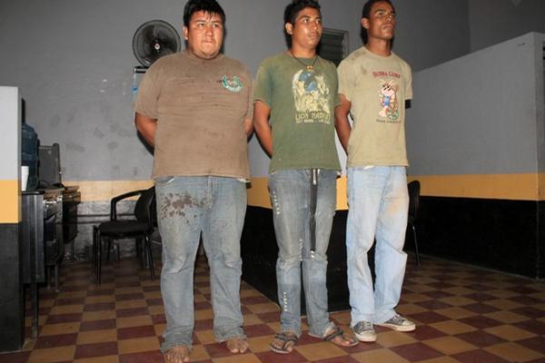 <p>Sindicados de secuestrar a empresaria. (Foto Prensa Libre: Carlos Paredes)</p>