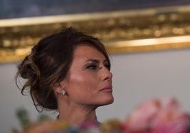 Melania Trump, primera dama de Estados Unidos, durante una cena de gala por los festejos de la llegada de Trump al poder. (Foto Prensa Libre: AFP).