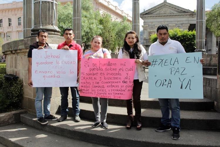 Integrantes de agrupación Ora Ya invitan a unirse en jornada de oración en Quetzaltenango. (Foto Prensa Libre: María José Longo).