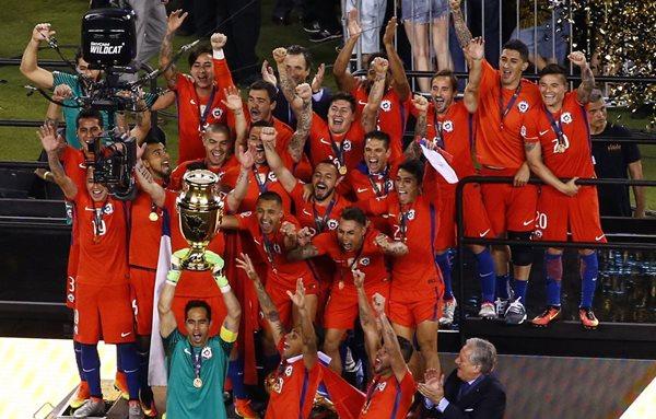 La selección de Chile se coronó monarca de la Copa América Centenario. (Foto Prensa Libre: EFE)
