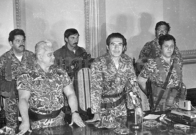 En 1982 un triunvirato militar derroca de la presidencia al presidente Lucas García, encabezado por Efraín Ríos Montt. (Foto: Hemeroteca PL)