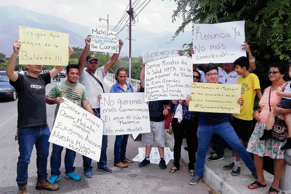 Manifestantes en exigen evitar contaminación el río Motagua, en Gualán, Zacapa. (Foto Prensa Libre: Juliio César Vargas)