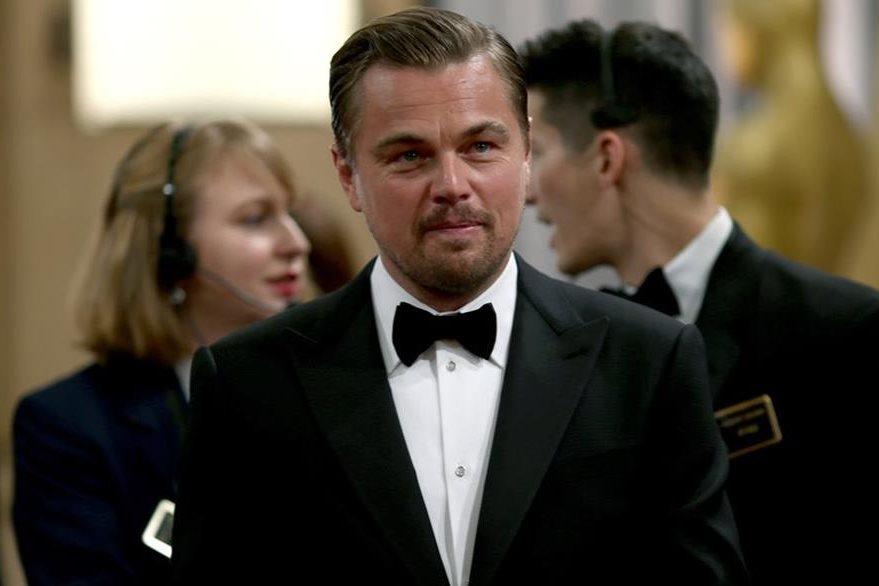 Leonardo DiCaprio luego de cinco postulaciones se llevó el premio a mejor actor. (Foto Prensa Libre: AFP)