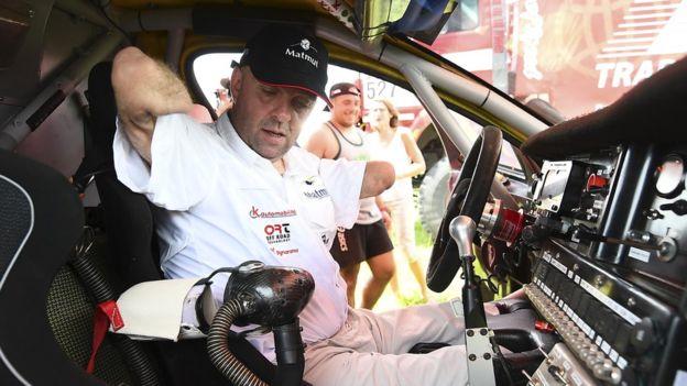 El habitáculo adaptado para que Croizon pueda conducir el vehículo. El volante está en caso de que otra persona necesite manejarlo.(Getty)