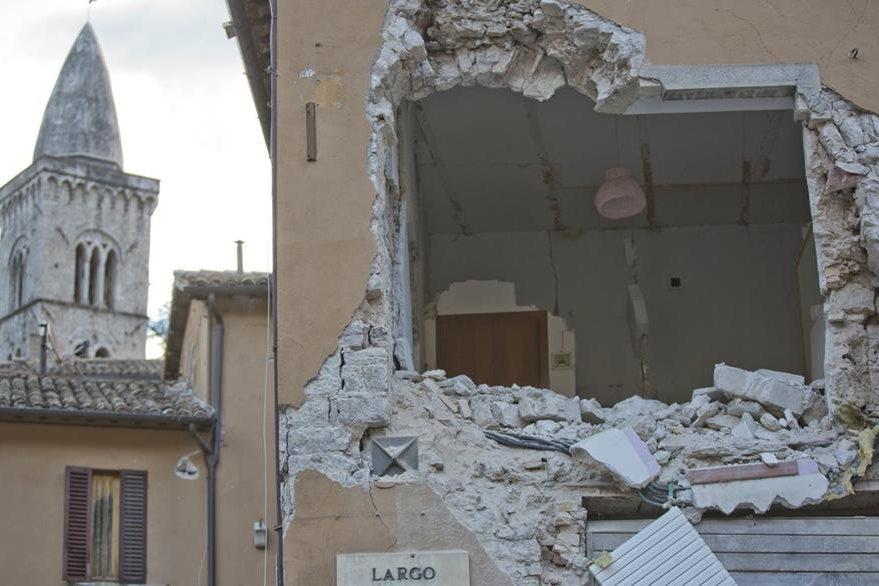 Una vivienda dañada en Visso. (Foto Prensa Libre: AP).