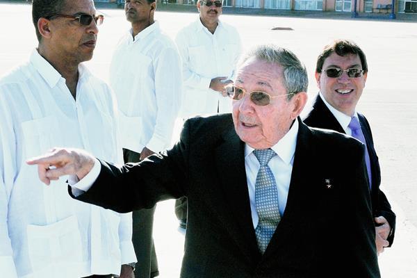 """El presidente cubano,Raúl Castro afirma que la negociación entre Cuba y EEUU """"va bien"""". (Foto Prensa Libre:AFP)."""