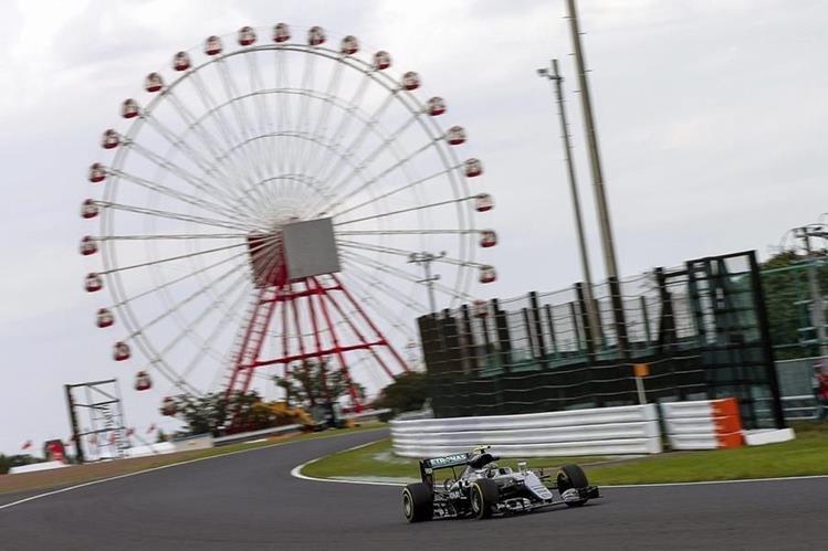 El piloto alemán de Fórmula Uno Nico Rosberg durante los entrenamientos libres del Gran Premio de Japón de Fórmula uno que se disputa en el circuito de Suzuka en Japón. (Foto Prensa Libre: EFE)