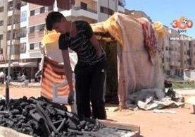 Abdelkabir Jedi se dedica a la venta de carbón para poder sobrevivir. (Foto Prensa Libre: le360.ma)