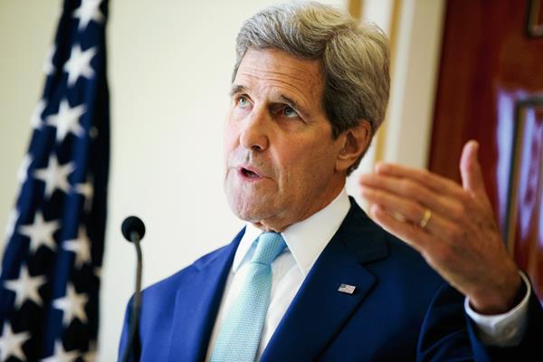 El secretario  de Estado de EE.UU., John Kerry habla sobre la crisis en Yemen, en Arabia Saudí. (Foto Prensa Libre:AP)