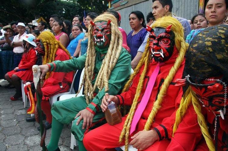 Este jueves se presentará el Baile de legión o Danza de los 24 diablos, declarada patrimonio cultural intangible en el 2004 al cumplir 100 años de celebración. (Foto Prensa Libre: Renato Melgar)