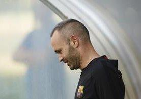 Iniesta es uno de los pilares del Barcelona en el medio campo. (Foto Prensa Libre: EFE)
