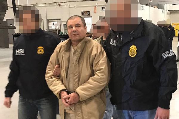 Joaquín el Chapo Guzmán llega al aeropuerto MacArthur, en Nueva York.(EFE).