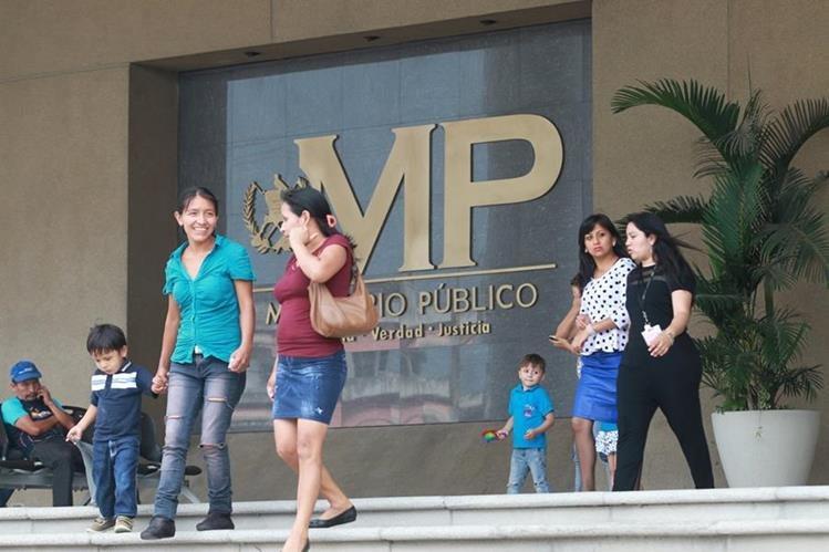 Fachada del Ministeiro Público a donde acudió la secretaria de Luis Rabbé, Carmen Gloria Portillo de Ortiz. (Foto Prensa Libre: Hemeroteca PL)
