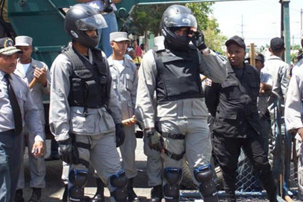 <p>Policías dominicanos.(INTERNET).</p>