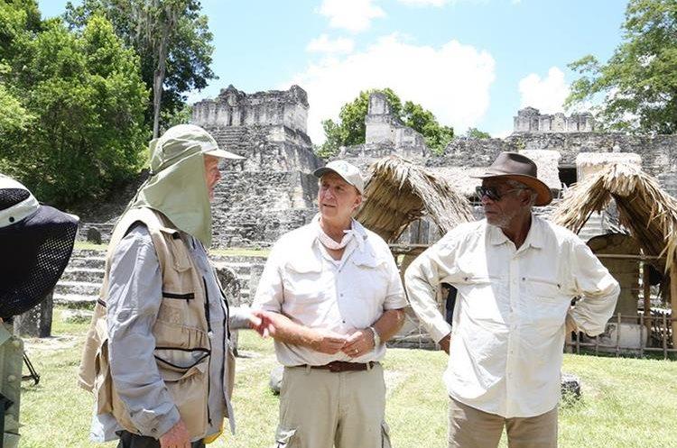 Richard Hansen (centro) y Morgan Freeman (derecha) durante un descanso en la filmación.