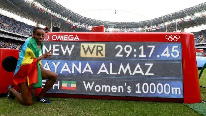 Almaz Ayana destrozó el récord mundial femenino en la carrera de 10.000 metros de las Olimpiadas de Río 2016, con una diferencia de 14 segundos. (Getty)