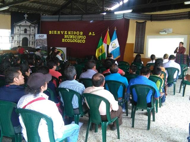 Conferencia del MP en San Pedro La Laguna, Sololá, que será replicada en los municipios de   la cuenca del Lago de Atitlán. (Foto Prensa Libre: Ángel Julajuj)