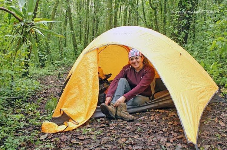 Como parte del proyecto de ecoviajeros, los turistas acampan en zonas boscosas del país. (Foto Prensa Libre: cortesía Marvin Grijalva)