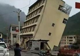 Inundaciones en China han causado el colapso de decenas de inmuebles. (Foto Prensa Libre: Youtube)