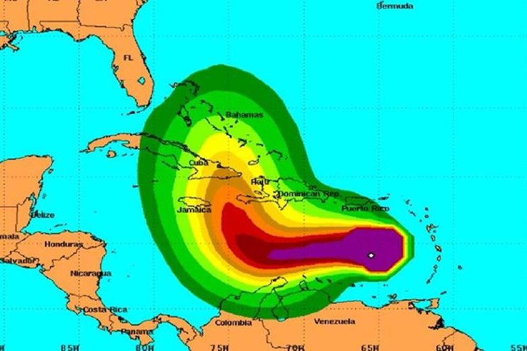 Ubicación del huracán Matthew en su recorrido en el mar Caribe. (CNH).