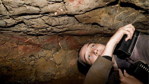 Días enteros en cuevas de difícil acceso: así es el trabajo de la científica que estudia un misterioso código de la Edad de Piedra. D. VON PETZINGER