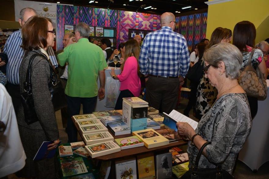 Miles de personas asisten a la Feria Internacional del Libro de Panamá. ((Foto Prensa Libre: FB Feria del libro de Panamá)