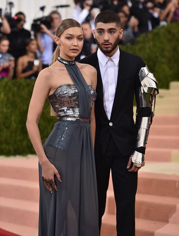 Gigi Hadid y Zayn Malik llegaron juntos a la gala. (Foto Prensa Libre: AFP)
